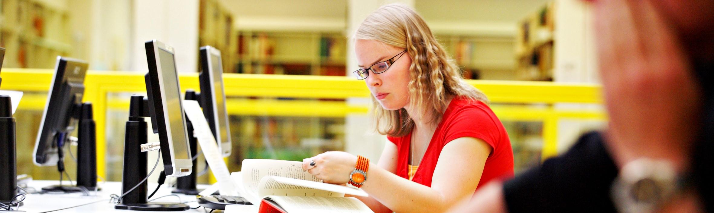 Kapea: Kirja ja kone kirjastossa