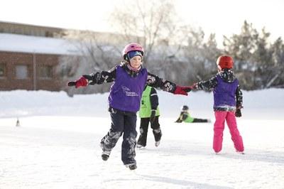 Vain kolmasosa suomalaislapsista ja -nuorista liikkuu suositusten mukaan − paikallaanoloa kertyy runsaasti