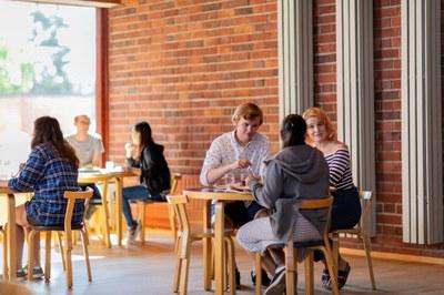 Uudet ohjelmat kiinnostavat - Jyväskylän yliopisto säilytti asemansa suosituimpien joukossa