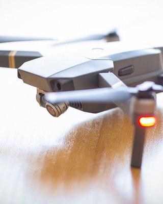 Drooni haastaa ilmaisun- ja lehdistönvapauden rajat