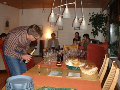 06-10-10 party03